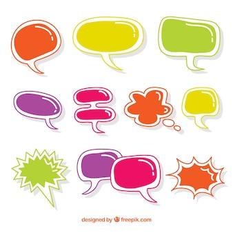 Pakje met handgetekende gekleurde spraakbellen