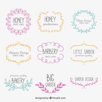 Schetsmatige bloemen badges