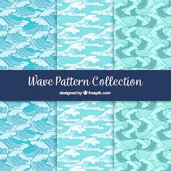 Set van drie patronen met de hand getekende golven
