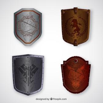 Set van middeleeuwse metalen schilden
