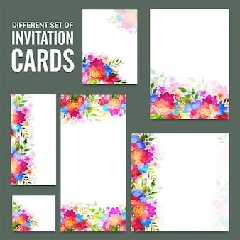 Uitnodigingskaarten ingesteld met kleurrijke bloemen.