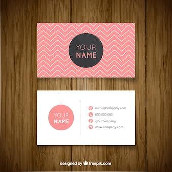 Visitekaartje met zigzag lijnen en roze informatie