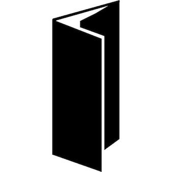 Broszura z czarnym wzorem w trzech fałdów