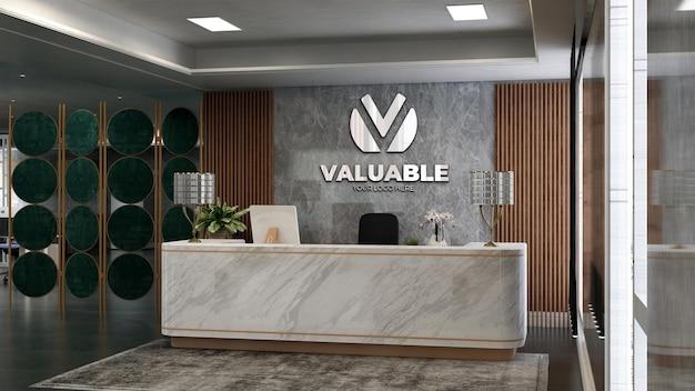 3d srebrna makieta logo firmy w pokoju recepcjonistka biurowego z motywem drewna i kamienia
