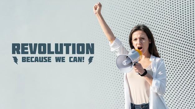 Aktywista krzyczy przez megafon