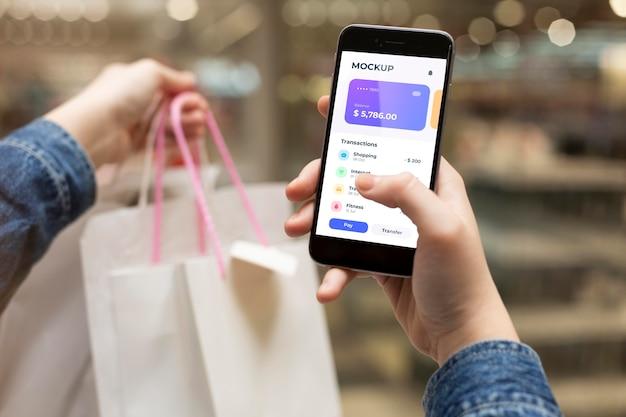 Aplikacja płatnicza na makiety smartfonów