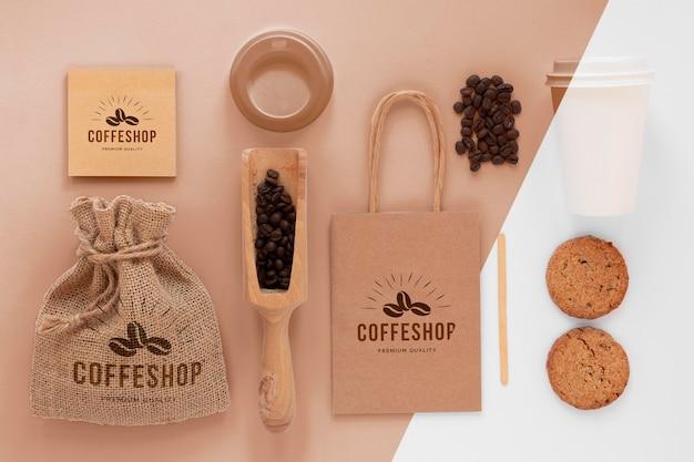 Aranżacja elementów marki kawa płaska lay