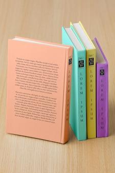 Aranżacja z makietą okładki książek