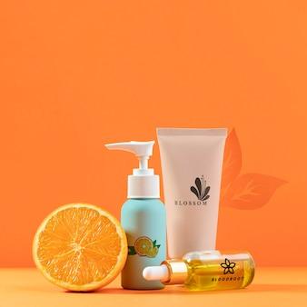 Aranżacja z pół pomarańczy i kosmetykami