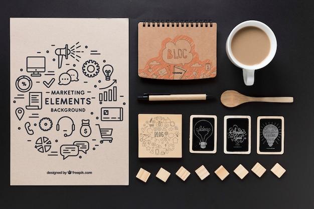 Artystyczne zdjęcie materiałów biurowych z makietą arkuszy