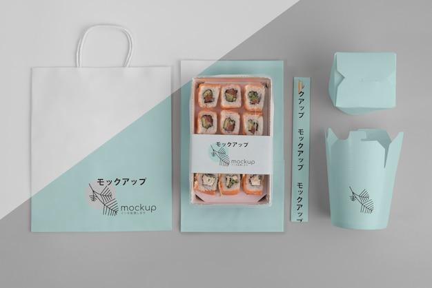 Asortyment japońskiego fast foodu z makietą opakowania
