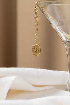 Asortyment makiet eleganckiej biżuterii wisiorkowej