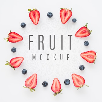 Asortyment organicznych owoców z widokiem z góry z makietą