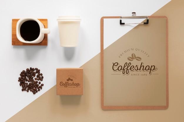 Asortyment produktów marki kawy układany na płasko
