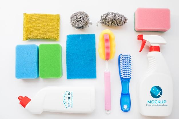 Asortyment środków czystości układany na płasko