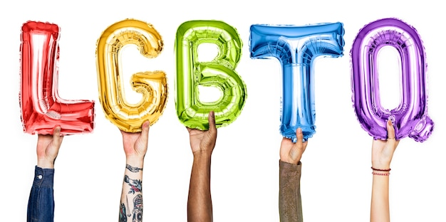 Balony z alfabetem rainbow tworzące słowo lgbtq