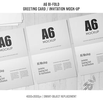 Biały a6 bi-fold zaproszenie makieta