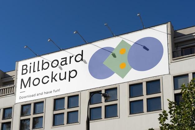 Billboard na makiecie budynku