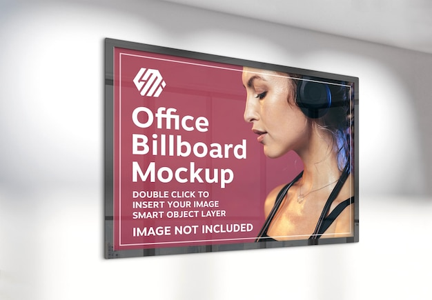 Billboard poziomy wiszący na nasłonecznionej ścianie biura makieta