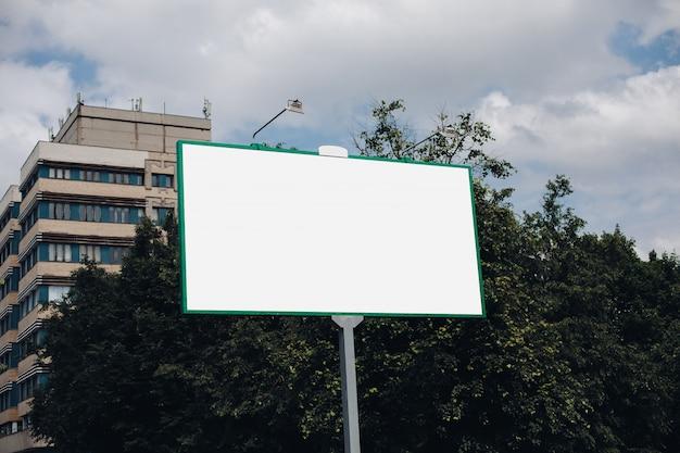 Billboard z pustą powierzchnią na reklamę
