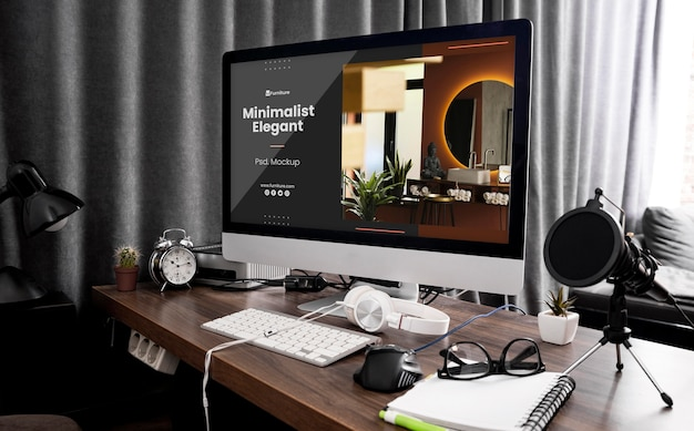 Biurko z makietą komputerową