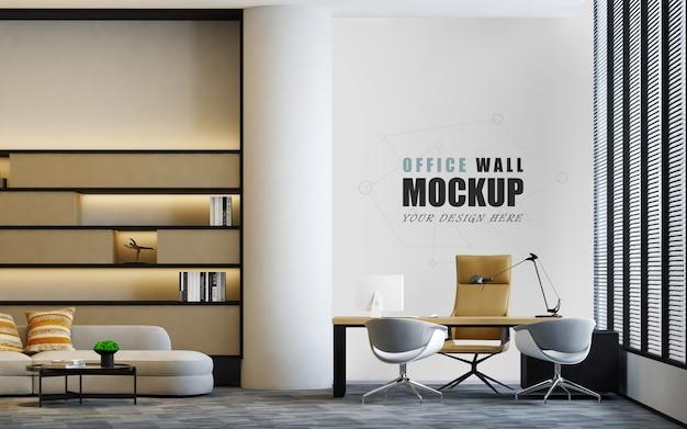 Biuro ma miejsce obok dużej makiety ściany okiennej