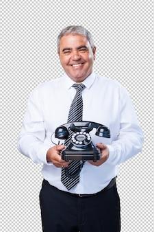 Biznesowy mężczyzna opowiada na telefonie