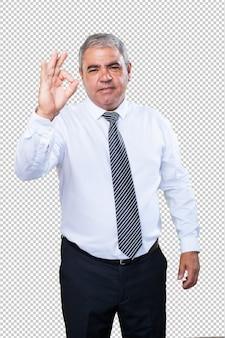 Biznesowy mężczyzna robi zadowalającemu gestowi