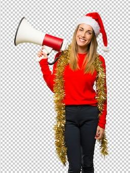 Blondynka ubrana na święta bożego narodzenia