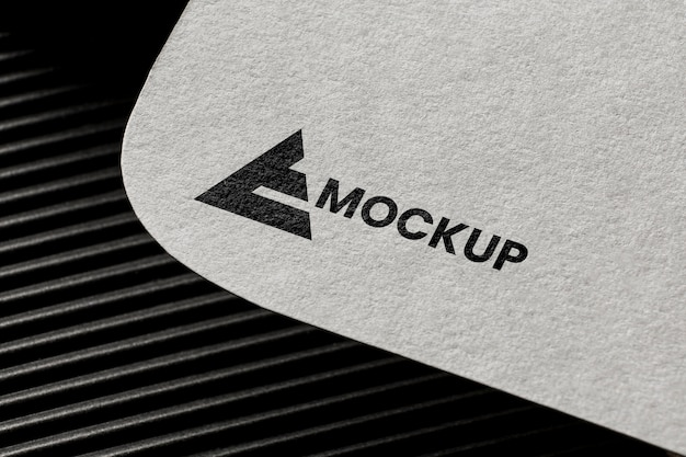 Branding biznesowy na makiecie karty
