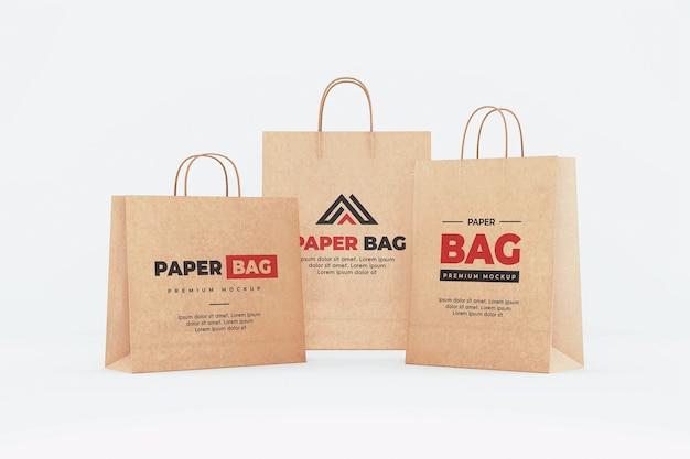 Brązowy papier torba na zakupy makieta realistyczny na białym tle