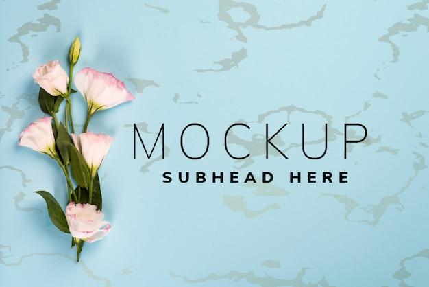 Bukiet kwitnących różowych eustoma. walentynki, urodziny, matka lub ślub kartkę z życzeniami makieta