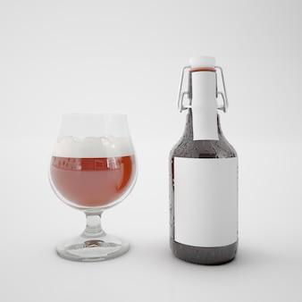 Butelka z pustą etykietą i szklanka z napojem