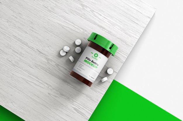 Butelki i tabletki na drewnianej powierzchni makieta na białym tle