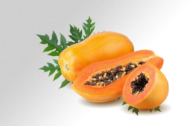 Całe i pół dojrzałego owocu papai z nasionami na tle alfa