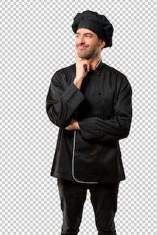 Chef man w czarny jednolitego stałego i myślenia pomysł podczas wyszukiwania