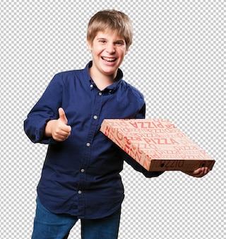 Chłopiec trzyma pudełek po pizzy