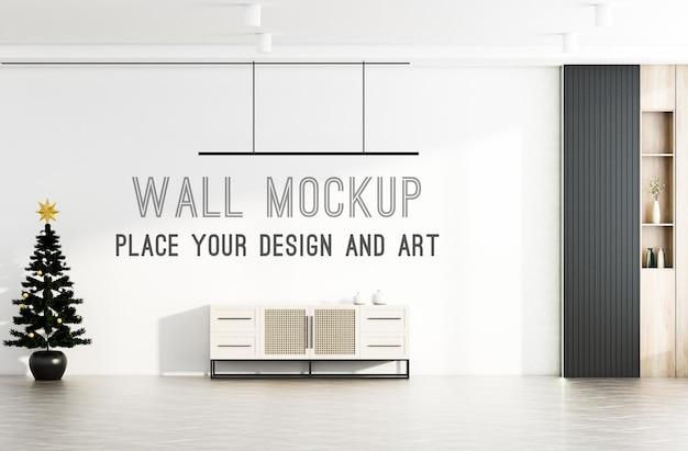 Choinka w nowoczesnym salonie z makietą ścienną na jasnej ścianie