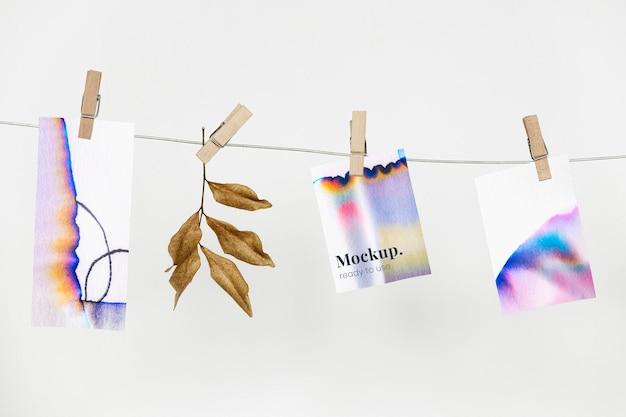 Chromatografia kolorowa papierowa makieta psd wisząca na ścianie