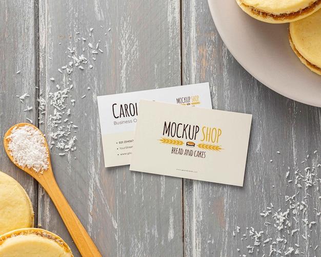 Ciasteczka alfajor z projektem makiety wizytówki