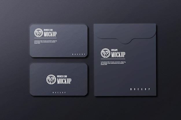 Ciemna wizytówka z makietą koperty