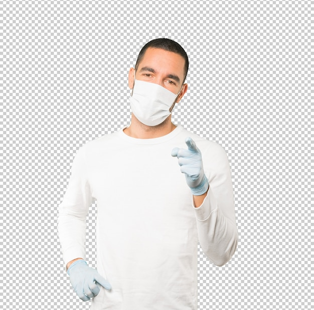 Coronavirus. młody człowiek robi koncepcje i nosi maskę i rękawice ochronne