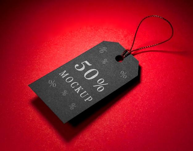 Czarna metka z nićmi makiety sprzedaży w czarny piątek