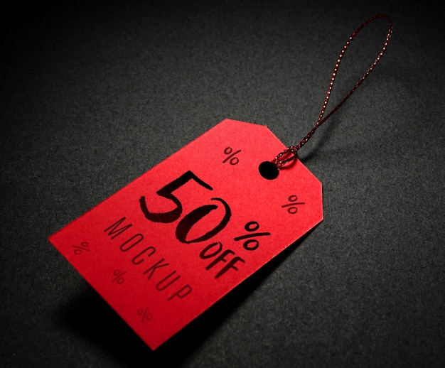 Czerwona metka z makietą sprzedaży nici w czarny piątek