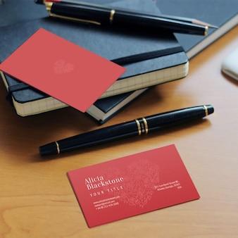 Czerwony wizytówka makieta