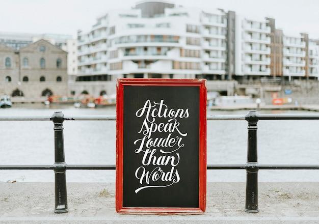 Czyny mówią głośniej niż makieta tablicy słów