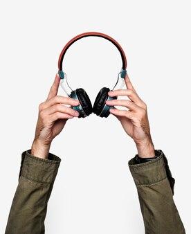 Dłoń trzymająca słuchawki