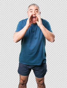 Dojrzały mężczyzna krzyczy szczęśliwy