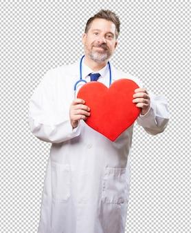 Doktorski mężczyzna trzyma serce