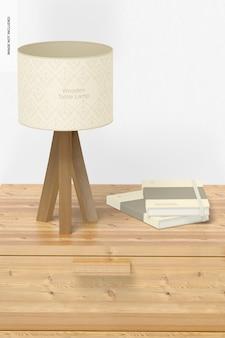 Drewniana lampa stołowa i makieta notebooków